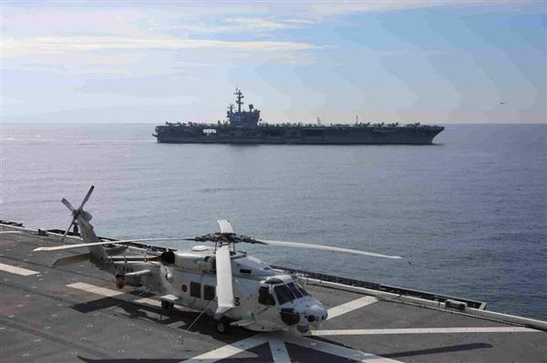 海上自衛隊と米海軍が南シナ海で共同訓練を実施。護衛艦「いずも」艦上から見た米空母「ロナルド・レーガン」(海上自衛隊提供)