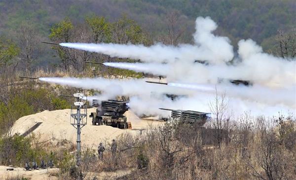 北朝鮮との軍事境界線に近い韓国北部抱川で行われた米韓統合火力訓練=4月26日(共同)