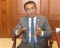 27日、ウランバートルのモンゴル外務省で取材に答えるムンフオリギル外相(藤本欣也撮影)