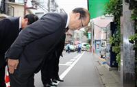 渋谷暴動事件で殺害された中村恒雄巡査の慰霊碑を訪れ、一礼する警視庁の沖田芳樹警視総監=29日午後、東京都渋谷区