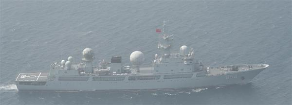 津軽海峡の領海に侵入した中国海軍のドンディアオ級情報収集艦(防衛省提供)