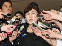 記者団の質問に答える稲田防衛相=19日午前、防衛省(共同)