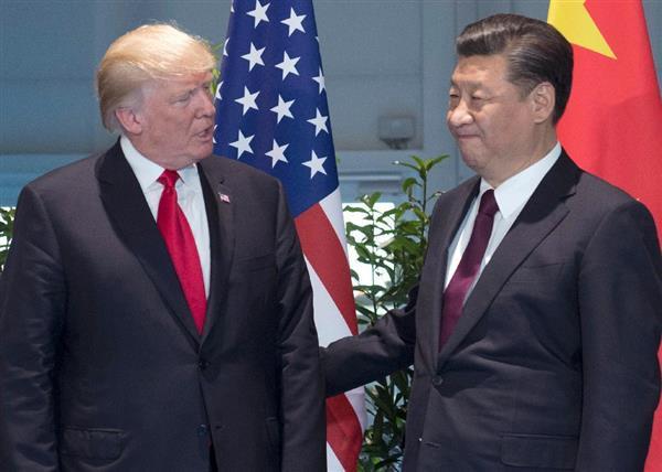 20カ国・地域(G20)首脳会議(サミット)で会談したトランプ米大統領と中国の習近平国家主席=7月8日、ドイツ・ハンブルク(AP)