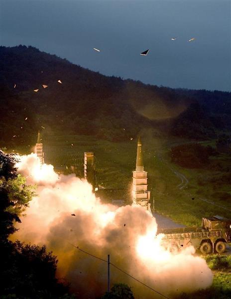 29日、韓国東部の日本海側で行われた米韓両軍のミサイル発射演習(韓国軍合同参謀本部提供・聯合=共同)
