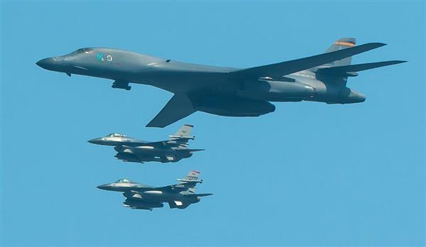 米軍のB1戦略爆撃機(米軍提供)