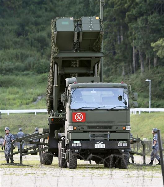 陸上自衛隊高知駐屯地に配備されたPAC3=12日午前5時48分、高知県香南市