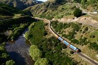 【江藤詩文の世界鉄道旅】タイエリ峡谷鉄道(4)乗るのはパノラマ車両か ヘリテージ車両か…