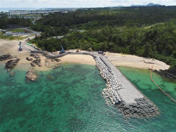 護岸工事が進む米軍普天間飛行場移設先の沖縄県名護市辺野古沿岸部=7月24日(小型無人機から)