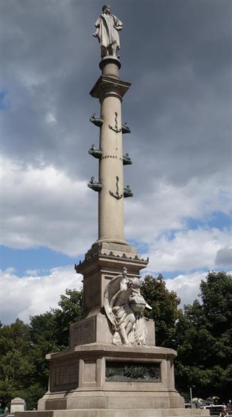 存続が議論されている米ニューヨーク・マンハッタンのコロンブス像(上塚真由撮影)