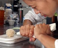 【WOMEN】「鉱物の実」綿毛のような「種子」…これは和菓子です、斬新なアートの杉山早…