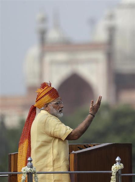 インドのモディ首相=8月15日、ニューデリー(AP)