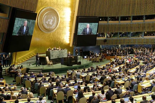 19日、ニューヨークの本部で始まった国連総会の一般討論。壇上中央は演説するトランプ米大統領(AP)