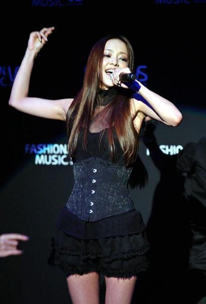 2008年ライブイベント歌う安室奈美恵さん