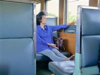 【江藤詩文の世界鉄道旅】タイ鉄道ナムトック線(3)若者と年長者で車両を住み分け? 三等…