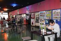 【大人の遠足】食品自販機のオートレストラン 人気のヒミツは…インベーダーゲームなど備え…