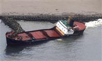 【台風21号】貨物船流され浸水、消波ブロックに衝突 強風でロープ切れたか 富山