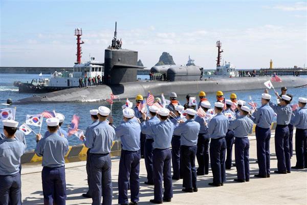 10月13日、韓国南部・釜山に入港した米原子力潜水艦ミシガン。北朝鮮による脅威の最前線にあるとの意識もあいまって、米国から軽視されているのではないかとの不満につながっている(ロイター)