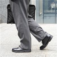 日本人の足型を研究し歩きやすさを追求。ビジネスマンのための日本製革靴
