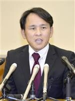 辞職勧告後に記者会見し、続投を表明した乾浩人市議=12日午後、石川県加賀市