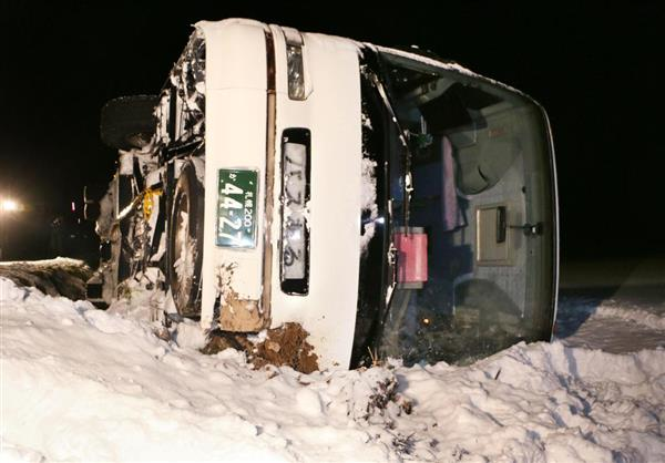 【速報】北海道で韓国人観光客を乗せたバスが横転   [186586446]YouTube動画>1本 ->画像>1枚