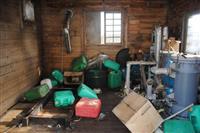 北朝鮮の木造船が接岸した無人島では、避難小屋から発電機がなくなった=4日、北海道松前町(松前さくら漁協提供)