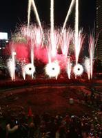 【動画】うめきたガーデン、冬の夜空彩る花火ショー「ファイアーリュージョン」スタート 2…