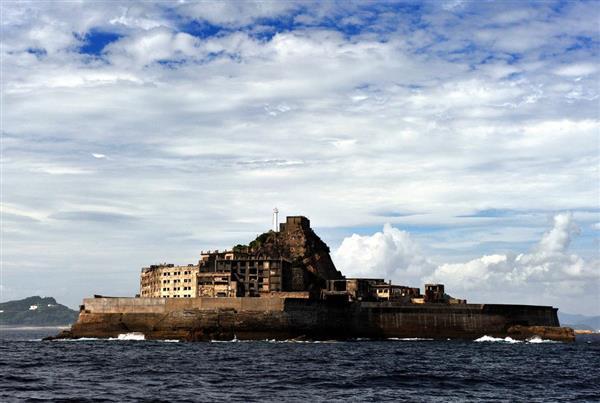 戦艦「土佐」に似ていることから軍艦島と呼ばれるようになった端島=長崎市(奈須稔撮影)