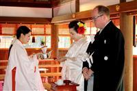 外国人、京で愛を誓う-「日本の思い出に」寺社で和装結婚式を挙げる外国人急増 一番人気は…