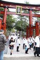 気比神宮大鳥居、輝き再び 修復完了、くぐり初め 福井