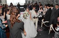 【阪神大震災23年】神戸・北野で「23歳の結婚式」プレゼント