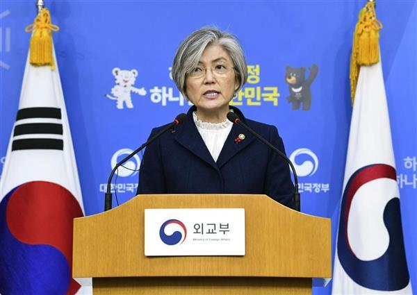 韓国外務省で慰安婦問題の新たな方針を発表する康京和外相=9日(共同)