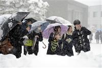 大雪のセンター試験初日 受験生は早めに会場入り「間に合ってよかった」