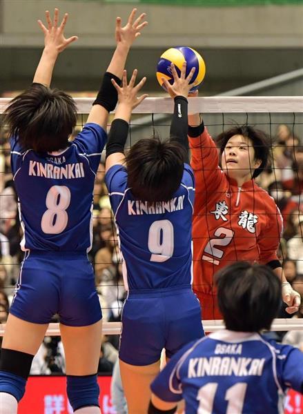 東九州龍谷を破り優勝を決め、歓声に応える金蘭会の選手ら=東京体育館