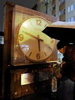 【阪神大震災23年】「5時46分」刻んだまま止まった大時計前で住民ら黙祷 西宮中央商店…