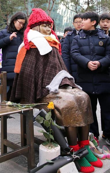 ソウルの日本大使館前に設置された慰安婦像(少女像)=韓国・ソウル(松本健吾撮影)