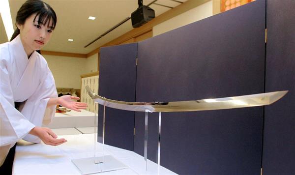 国内最古級の日本刀と確認された「古伯耆」=22日午後、奈良市の春日大社(渡辺恭晃撮影)