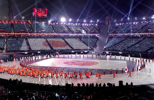平昌冬季五輪の開会式で入場行進する日本選手団=9日夜、韓国・平昌(共同)