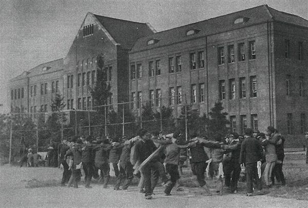 京城(現韓国ソウル)清涼里にあった予科の校舎