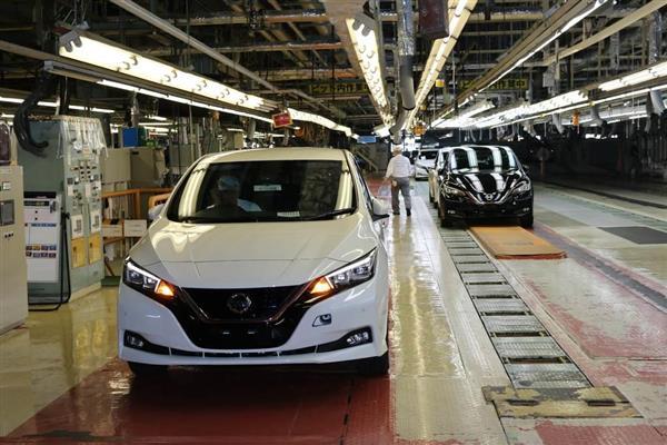 日産自動車の追浜工場で生産が始まった新型「リーフ」=19日、神奈川県横須賀市