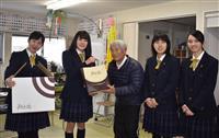 仮設にバレンタイン 女子高校生が贈り物 福島