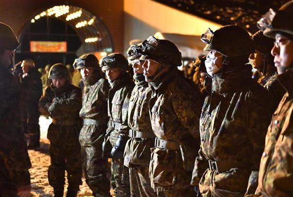 整列する自衛隊員ら=1月23日午後、群馬県草津町(宮崎瑞穂撮影)