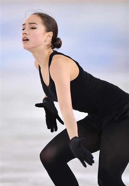 リンクで練習するアリーナ・ザギトワ=20日、韓国・江陵アイスアリーナ(納冨康撮影)