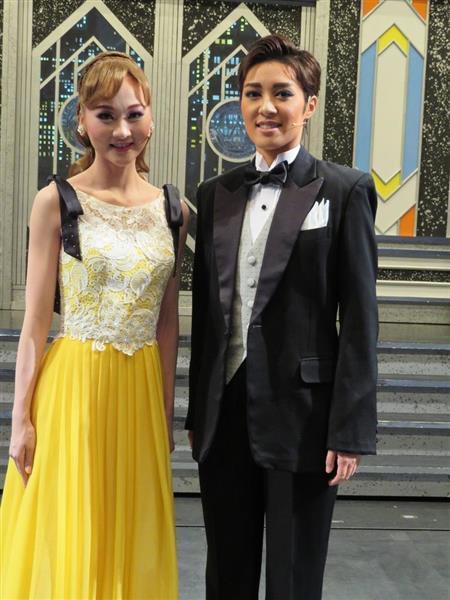 月組新人公演「カンパニー」に主演した風間柚乃(右)と相手役の美園さくら(左)