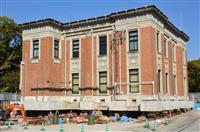 築90年超の宮崎県庁5号館、2カ月かけ「そろ~り」70メートル移動