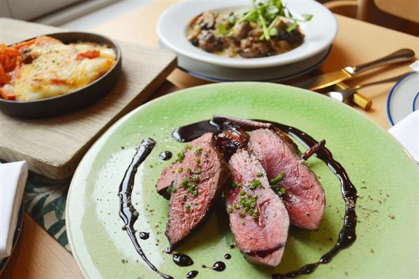 北欧料理店「スーホルム」で提供しているシカ肉の料理=東京都品川区