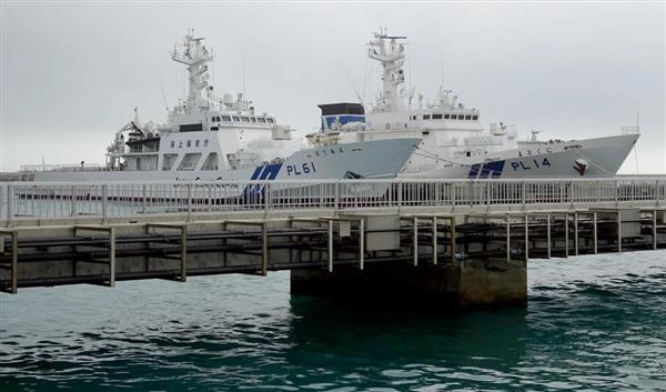 石垣港に停泊する海保の巡視船=3日夕、石垣市(石鍋圭撮影)