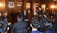 ケネディ前駐日大使と沖縄の学生会談 「沖縄は日米安保体制に最重要」