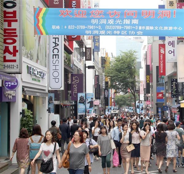 韓国・ソウル市内の繁華街「明洞(ミョンドン)」。安価な中国産キムチは飲食店に浸透している