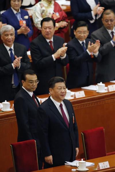 3月5日、中国・北京で開かれた全国人民代表会議の開幕イベントに出席した習近平国家主席(手前)=AP