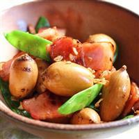 【料理と酒】栄養の宝庫 アピオスとベーコン、絹さやの炒め物